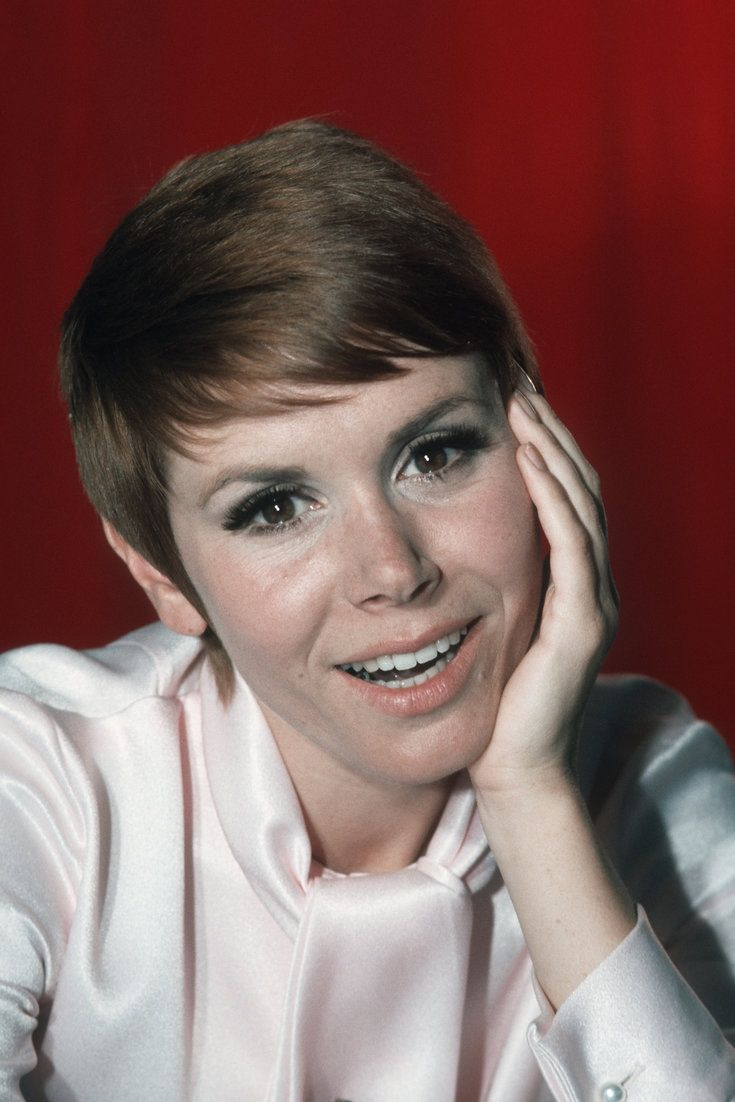 """'Laugh-In' Star Judy Carne Dead At 76 Famous for Laugh-in praise """"Sock it to me"""" died 9-3-15 of pneumonia"""