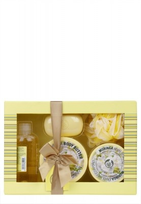 Enjoy a luxurious bathing experience with The Body Shop Moringa Shower, Scrub And Soften Small Gift Box. The rich and exotic fragrance of Moringa will refresh your senses, while its healthy properties will give you nourished, smooth and radiant skin. Beautifully packaged, it also makes for a wonderful gifting option.