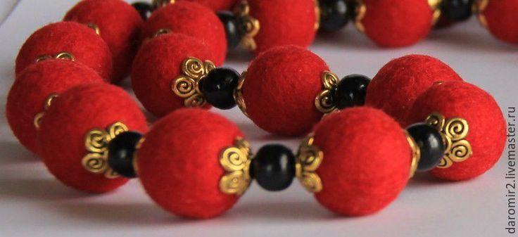 Купить Красные бусы валяные - ярко-красный, красные бусы, валяные бусы, подарок девушке