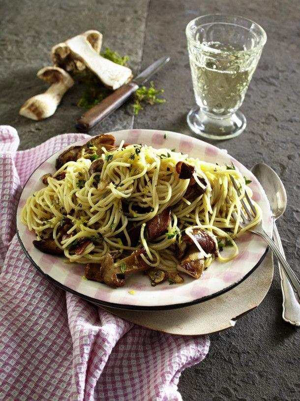 Unser beliebtes Rezept für Spaghetti aglio olio mit Steinpilzen  und mehr als 55.000 weitere kostenlose Rezepte auf LECKER.de.