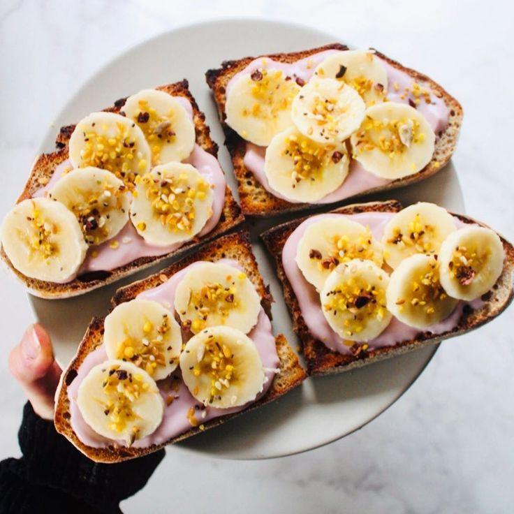 Eine weitere Runde Nush Foods Heidelbeer-Mandel-Joghurt-Banane auf Toast, weil es …