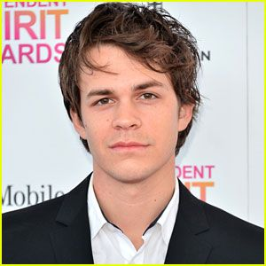 Johnny Simmons cast of the upcoming CW show Blink!