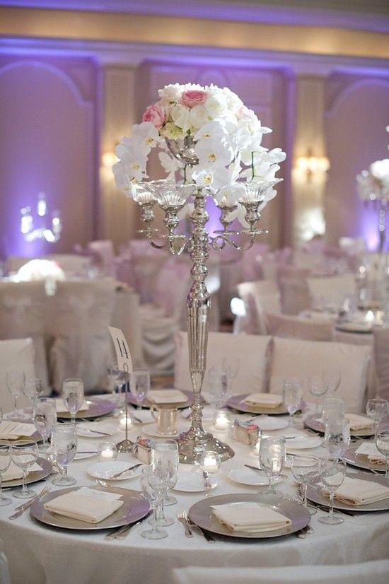 Grijze en zilveren decoraties voor je bruiloft zaal en feest