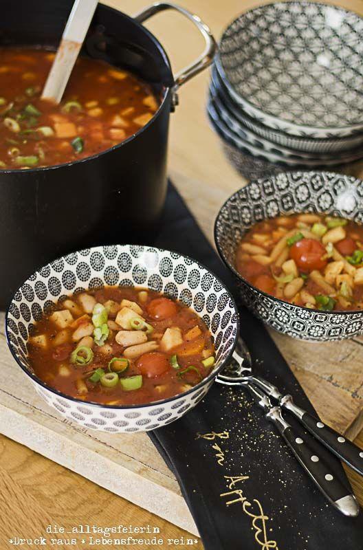 Italienische Gemüsesuppe mit Nudeln, Minestrone, vegetarisch, Suppe, Suppendienstag, Italienische Gemüsesuppe, Gemüsesuppe, schnell, einfach