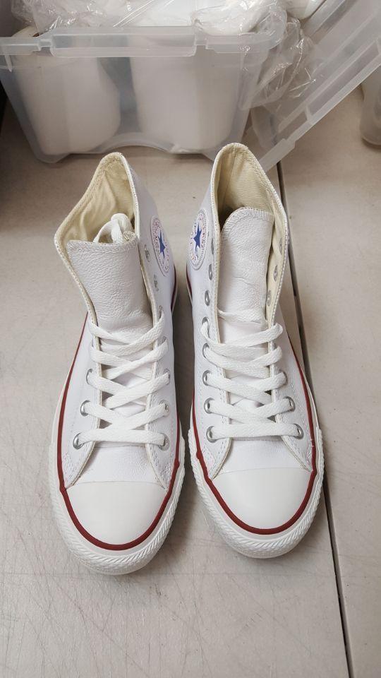 9b5a660e56e Converse Chuck Taylor All Star Leather White Men 6.5 Women 8.5 (eBay Link)