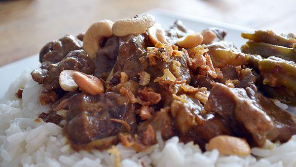 Liefhebbers van stoofvlees zouden zeker deze Indonesische Rendang eens moeten proberen. Heerlijk mals, mild van smaak en het hele huis ruikt ernaar.