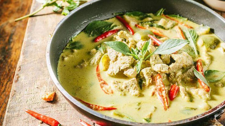 Fans van de Thaise keuken, opgelet! Topchef Prayong Khundongling, de ster van het vijfsterrenrestaurant in het Lebua Hotel, heeft zijn recept voor ...