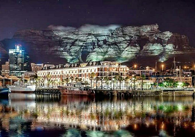 Goodnight CapeTown, South Africa (In the background the tablemountain)