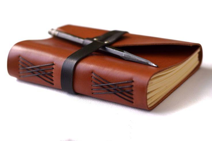 Кожаная записная книжка с ремнём и держателем ручки, цвет на выбор