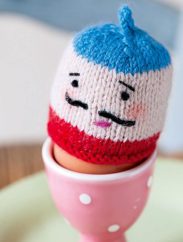 Knitted Chick Egg Cosy Pattern : Egg cosy knitting patterns Knitting patterns, Eggs and Knitting