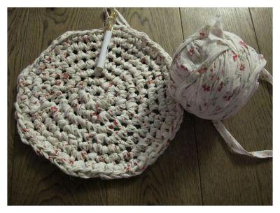 Fra sengetøy til gulvteppe (oppskrift med bilder) (StussliBloggen)