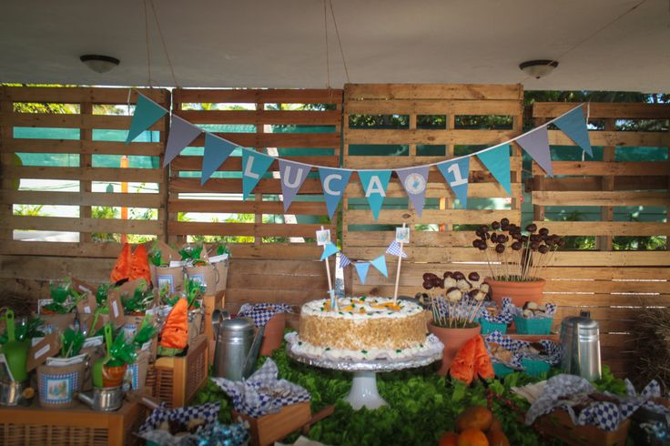 This wood pallet wall is the perfect backdrop to a Peter Rabbit themed party!: 1St Birthday Parties, Parties Ideas1, Peter Rabbit Birthday, Birthday Parties Desserts, Party'S Cristy Events, 1St Birthdays, Baby Shower Parties, Birthday Ideas, Baby Shower