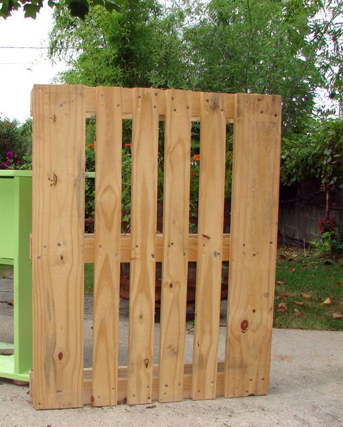 25 more ways of turning pallets into unique pieces of furniture. Contains really nice stuff! Assorted shelves, adorable childs' bed, floor, Xmas tree, planter, picnic table, adult beds, assorted seating, including benches and sectional, and assorted tables.