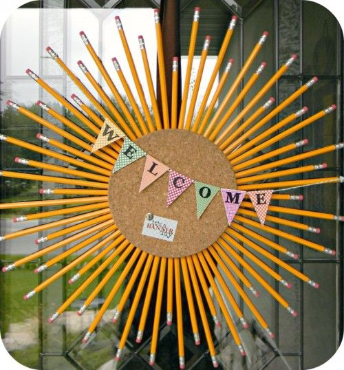 Pencil and Cork Wreath TutorialPencil Wreaths, Classroom, Back To Schools, Teachers Gift, Welcome Signs, Schools Ideas, Fall Wreaths, Backtoschool, Corks Wreaths