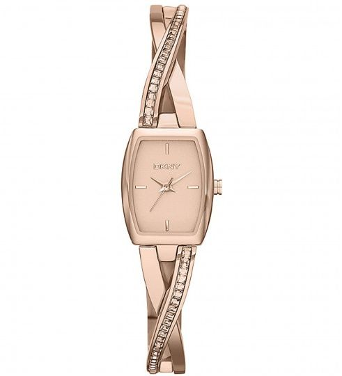 Ladies get a reason to smile when purchasing watches as they can explore some vital options that can certainly tantalize their senses to a great extent.