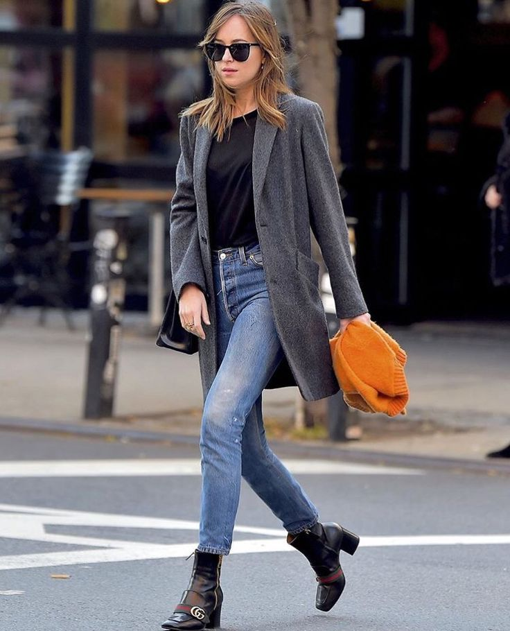 Jeans, black top, black belt. Not sure if it will be cold enough for a coat. I don't know if you have any cute ankle boot shoes but that would be awesome or flats. I wouldn't do a boot that goes over the jeans.