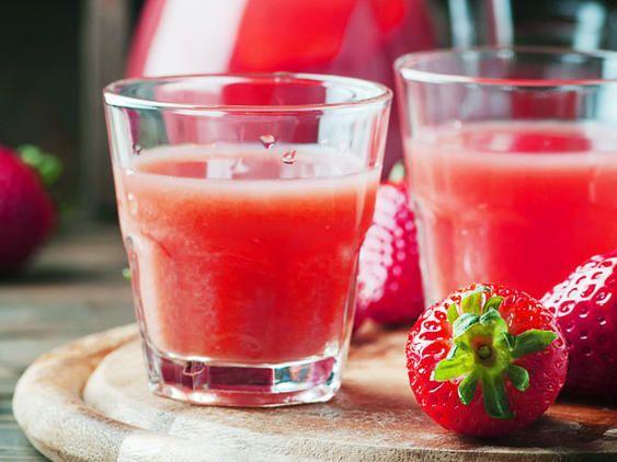 Erdbeerlimes selber machen - so geht's | LECKER