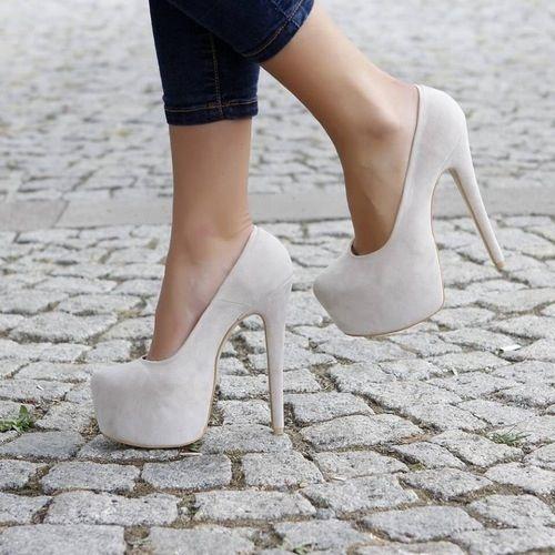 I need those white high heels soooo bad they are gorgeous