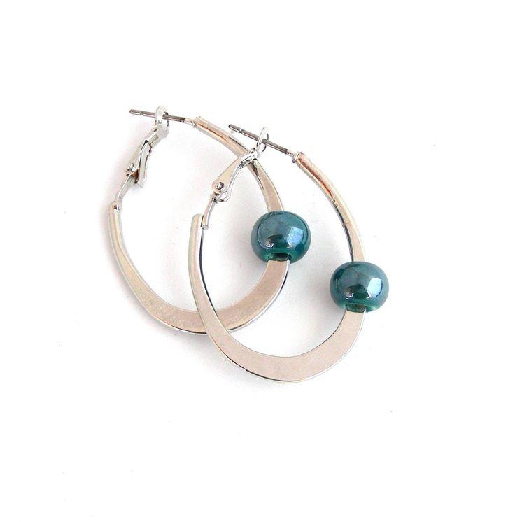 Créoles / boucles d'oreille ovales minimalistes - Métal et céramique turquoise : Boucles d'oreille par ladyplazza