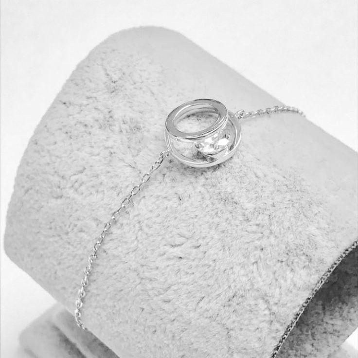 🦋Magical floating stone sterling silver bracelet🦋 whatsapp Taryn 082 601 4566