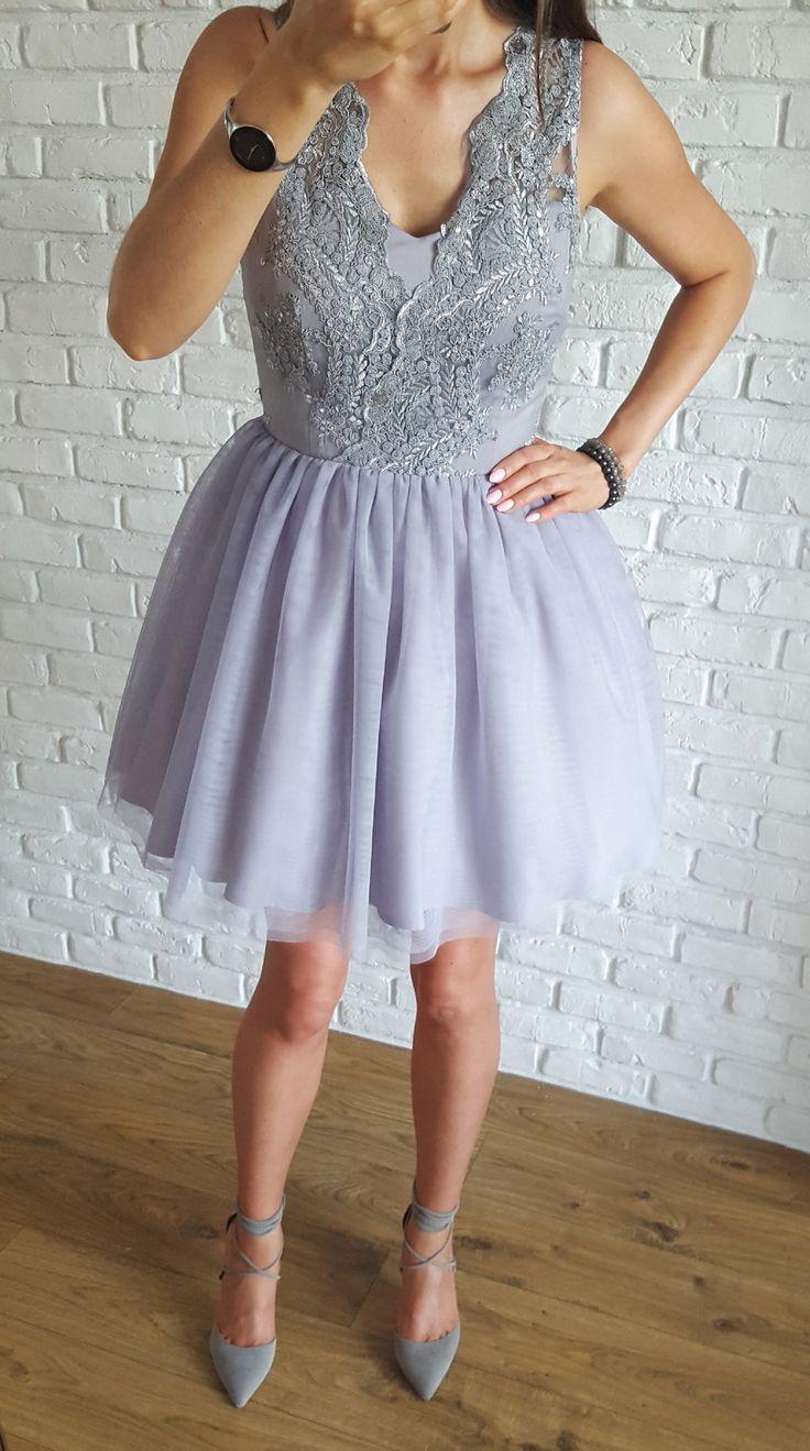 Tiulowa szara sukienka z koronkową gipiurową górą.  349 zł