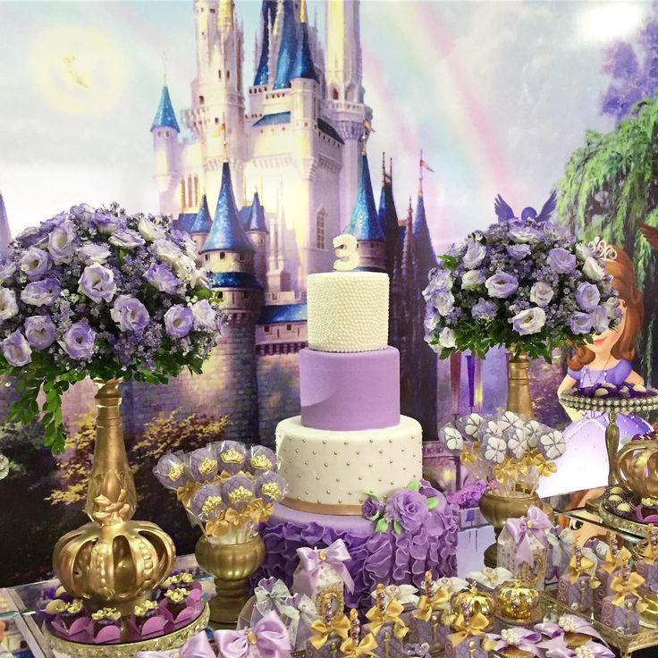 A Pequena Isabella fez 3 aninhos e em todos o aniversários estivemos presentes decorando. Fico ...
