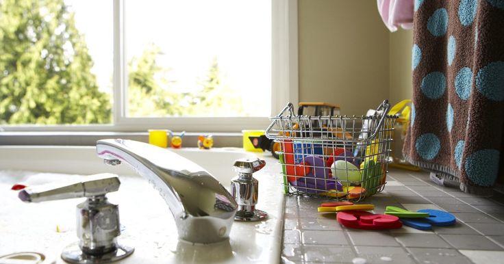 ¿Qué tipo de azulejos puedo usar para la encimera de la cocina?. Las encimeras de cocina hechas de baldosas ofrecen muchas opciones a los consumidores. Los propietarios de viviendas deben determinar qué características son más importantes para ellos, tales como el costo, las preferencias de color, otros elementos de diseño de la cocina y la durabilidad. Puedes hacer encimeras de azulejos tú mismo con una mínima ...