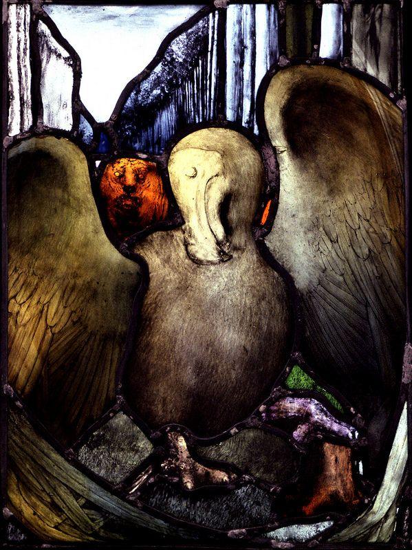 Last Flight of the Dodo. Stained Glass panel by Benjamin Finn. Uk artist. El último vuelo del Dodo, una vidriera de Benjamin Finn, artista de vidrieras de Inglaterra. (colección privada). finnbenjamin@hotmail.com