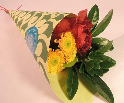 Mini bouquet: Bouquet de una rosa, follaje y flor silvestre. Wrap de papel de color.   Solo en la tienda. Solicítalo ya: Teléfono +571 2159030 o al correo electrónico clientes@lapetala.com.        Precio: $ 10.000