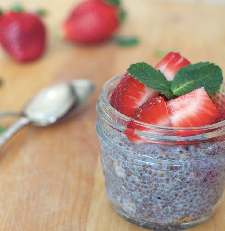 J'adore la graine de chia! Est-ce que vous la connaissez? Remplie de protéines pour rassasier et contrôler la faim, de fibres solubles pour mieux gérer le cholestérol et la glycémie et bourrée d'oméga-3 pour la santé cardiovasculaire, elle est excellente à ajouter au menu. Elle est délicieuse saupoudrer sur les yogourts, salade de fruits, grillées...Lire la suite →