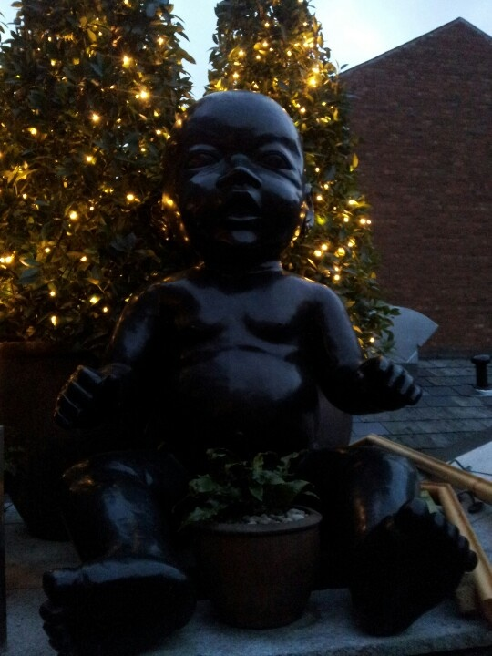 30 days - 30 photos. Day 29. Giant baby statue!