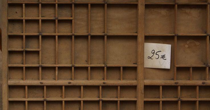 Cómo quitar etiquetas pegagosas de la madera. Un hermoso mueble de madera puede ser la pieza fundamental para la decoración de una habitación. Ir de compras a tiendas de antigüedades o ventas de patio puede ser una manera de encontrar incomparables tesoros, sin embargo muchas veces traen etiquetas con precios que pueden ser motivo de desilusión. No trates de quitarlas con un cincel. Hay ...