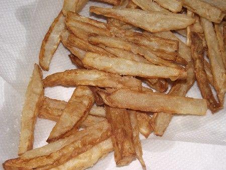 """Rica y sencilla de nabos fritos, una forma sencilla de ofrecer verdura a los pequeños de la casa. Además con la forma similar a las patatas fritas es mas sencillo de """"camuflar""""."""