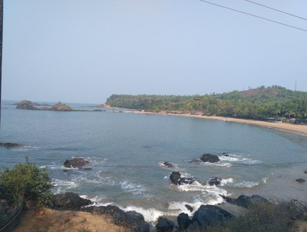 There are few places that you visit and then decide there itself that you're gonna head back here soon. Gokarna is that place. I liked it better than Goa and this sits right at the top of beaches in India that I've visited, along with Varkala and Malpe.