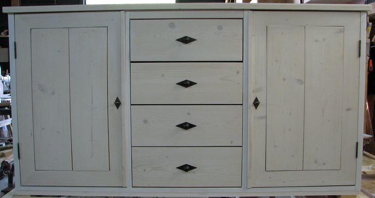 Mooi dressoir van steigerhout met een rustieke uitstraling