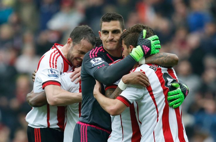 Vito Mannone celebrates with team mates at the end of the match