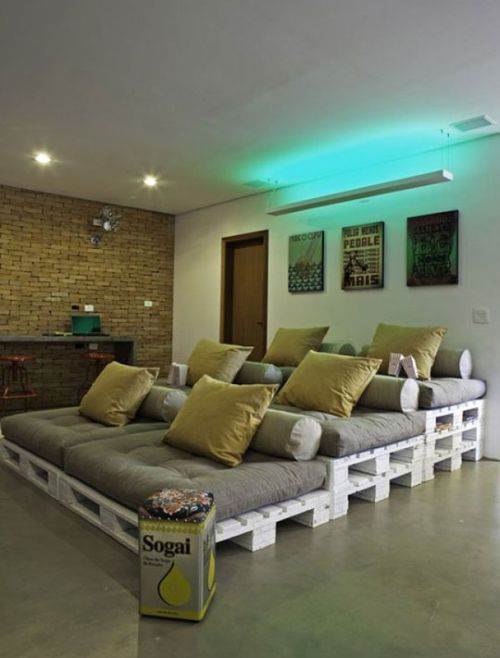 Sofa z drewnianych palet.