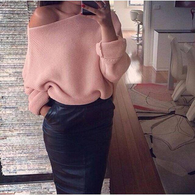 Кожаная юбка со свитером