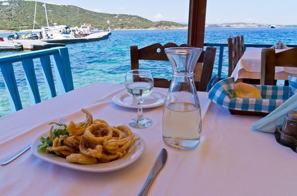 Kalamarakia tiganita (Καλαμαράκια τηγανιτά): Deep-fried squid in batter