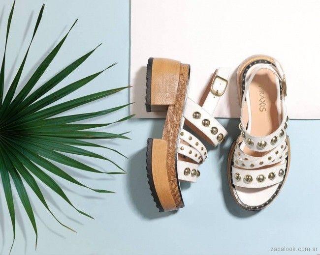 Sandalias blancas con tachas verano 2018 - Praxis | Zapalook - Moda en Zapatos 2018