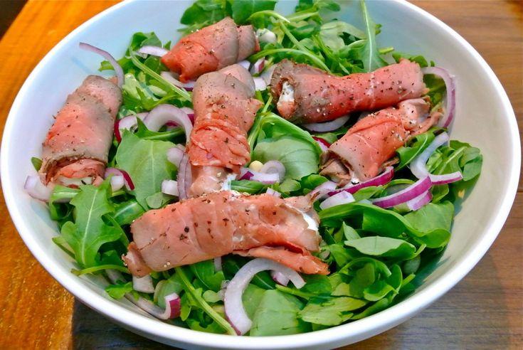 rucola salade met gevulde rosbiefrolletjes