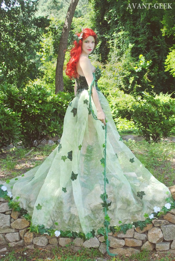 Character: Poison Ivy (Dr. Pamela Isley) / From: DC Comics 'Batman' & 'Gotham City Sirens' / Cosplayer: Olivia Mears (aka AvantGeek)