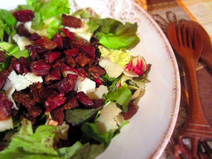 Briciole di Sapori           : Insalata mista con scaglie di grana, pane nero e p...