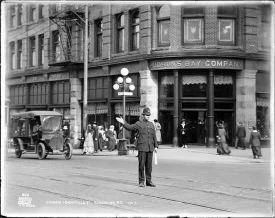 Granville & Georgia Street looking east with policeman in intersection  Date: October 12, 1917  VPL Accession Number: 20388
