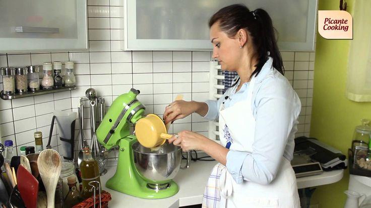 Видео-рецепт приготовления булочек для гамбургеров.