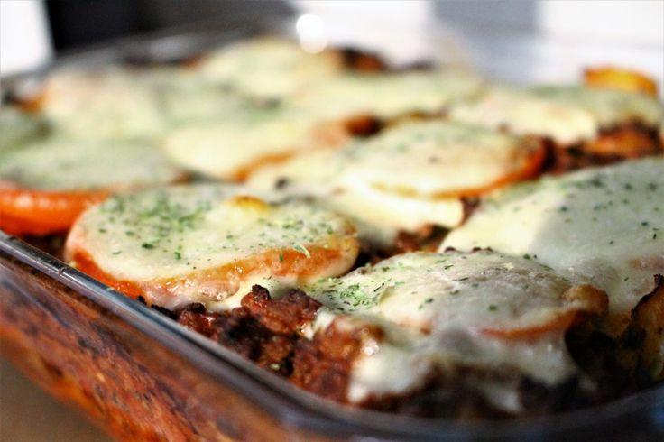 Nog een populaire maaltijdmix: de ovenpasta met tomaat, mozzarella, ui en courgette van Knorr. Ideaal voor als je weinig tijd hebt en toch vier hongerige monden moet voeden. Je schuift hem zo in de oven en de oven doet de rest. Wat heb je nodig voor 4 personen? 250... #food #recept #zonderpakjes
