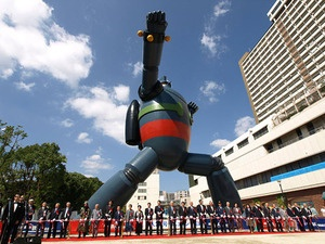 The statue of Gigantor was completed near Shin-Nagata station in Kobe. The statue was built in an area of Kobe that was badly damaged during the Great Hanshin Earthquake of 1995. The statue is being seen as a sign of the area's recovery.