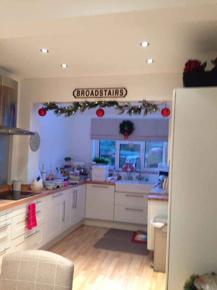 Kitchen all ready - if only there was smell-a-vision, it smelt lovely....all Baked Ham, Sugar and Spice....