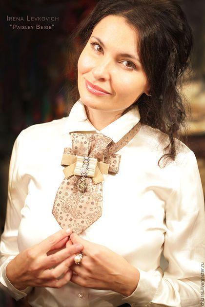 Купить или заказать Галстук, блистрон ручной работы 'Paisley Beige' в интернет-магазине на Ярмарке Мастеров. я в декрете, со всеми вытекающими обстоятельствами) Именно в связи с этим и дошла очередь до всех моих несметных сокровищ'!) Вот,приступила к созданию малых украшательных форм из своей коллекции шелковых галстуков, брошей с драгоценными и не очень камениями, ленточек, тесьмой и кружавчиками. Очень хочется маме заниматься рукоделием и ничего не могу с этим сделать.