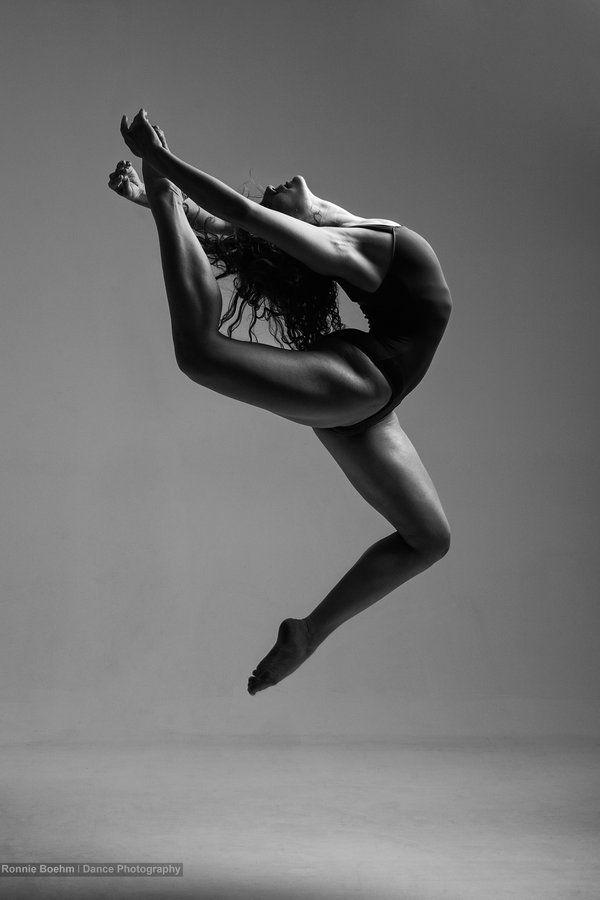 Contemporary dancer Mimi jumping | Stretch, Dance, Soar ...